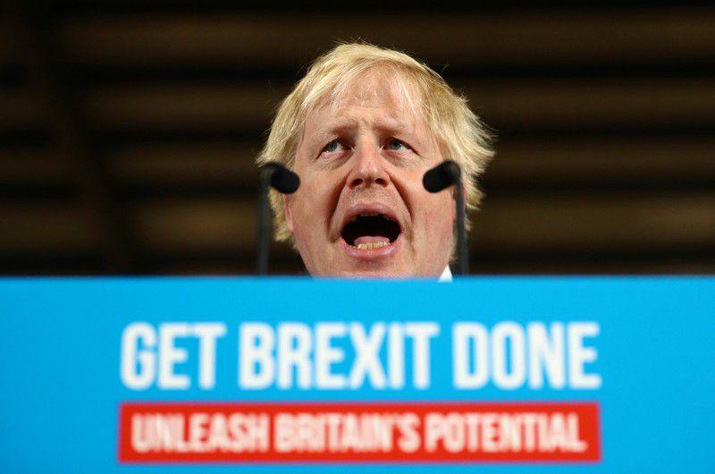El primer ministro británico, Boris Johnson, pronuncia un discurso en Colchester, Reino Unido. 2 dic 2019.  REUTERS/Hannah McKay