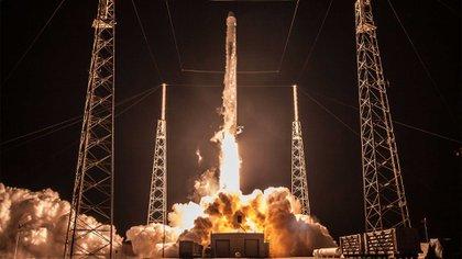 El lanzador de la compañía Space X, que enviará el satélite al espacio. Foto: CONAE.
