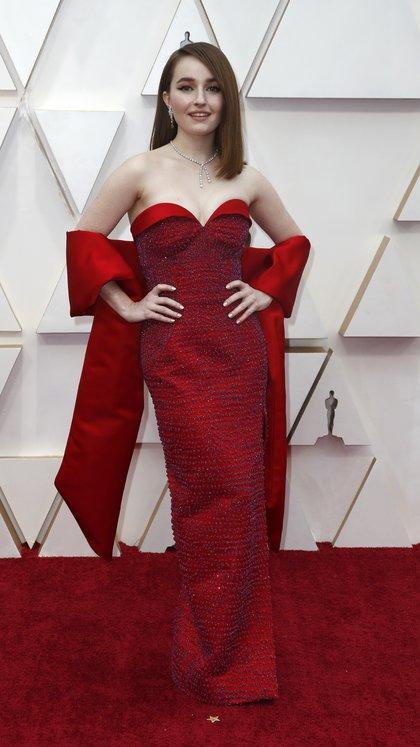 """Kaitlyn Dever - Para Gaby Gurmandi, """"lució un atuendo en Louis Vuitton vintage, espléndida, con el color, el escote corazón y al cuerpo, excelente elección"""""""