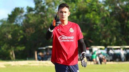Raúl Gudiño, a sus 24 años, ya cuenta con experiencia defendiendo el arco de equipos europeos (Foto: Cortesía/ Club Guadalajara)