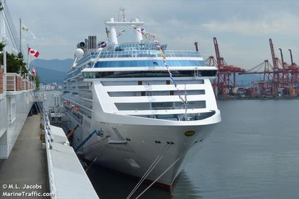 La nave tiene capacidad para albergar a mas de 4000 personas entre pasajeros y tripulantes