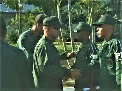 El general Donato Francesco Tenore Damiani es el de lentes en un acto con personal de Policía Militar