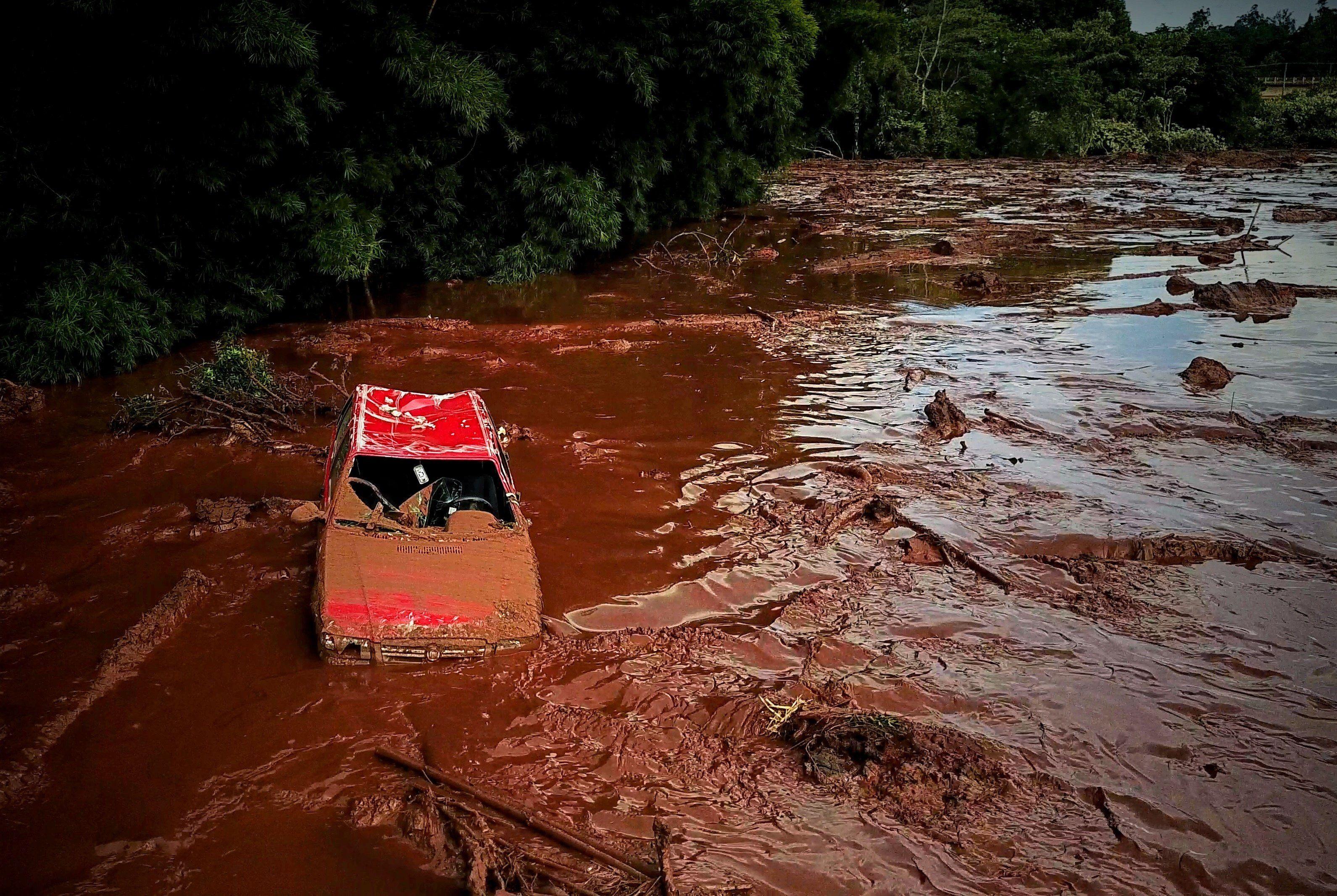 La ruptura en enero de 2019 de una represa de Vale en Brumadinho, en el estado de Minas Gerais, generó un 'tsunami' de residuos que cubrió miles de hectáreas y provocó la muerte de 259 personas y la desaparición de otras 11. EFE/Yuri Edmundo/Archivo