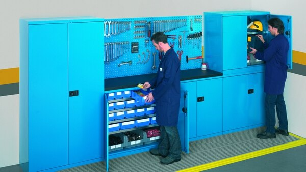 Los armarios están pensados para adaptarse a distintos usos y cargas, con partes intercambiables y estandarizadas.