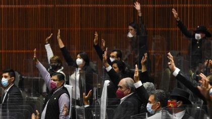 Con la muerte del director de protocolo de San Lázaro, ya se acumulan 15 muertes en la Cámara de Diputados por coronavirus (Foto: Cuartoscuro)
