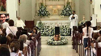 Los restos fueron velados durante toda la tarde del miércoles y el velorio finalizó con una misa (Foto: Especial)