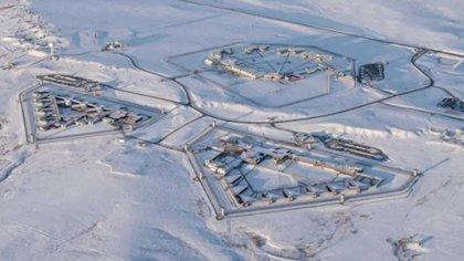 """La """"supermax"""" es la prisión federal más segura de Estados Unidos, está en el desierto y tiene estrictas medidas de seguridad, pues aloja a los presos considerados como una gran amenaza para la seguridad pública (Foto: Archivo)"""