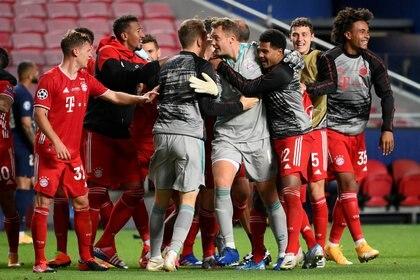 Pitazo final en Lisboa y celebran los jugadores del Bayenr Múnich al consagrarse campeones