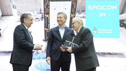 Conrado Varotto recibió este año un reconocimiento a su labor al frente de la Conae, por parte del presidente Mauricio Macri y el secretario de Ciencia y Tecnología, Lino Barañao