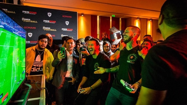 Varias celebridades del mundo del deporte estuvieron presentes en el evento de lanzamiento de PES 2019 en Buenos Aires.