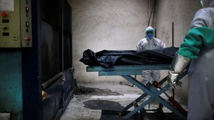 Recientes estudios señalan la presencia de coágulos sanguíneos en diferentes órganos de los pacientes muertos por coronavirus (Foto: Reuters)