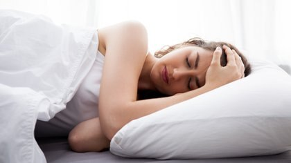 Dormir mal o poco puede derivar en trastornos neurológicos y cardiovasculares (iStock)