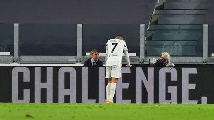 Soccer Football - Serie A - Juventus v Sampdoria - Allianz Stadium, Turin, Italy - September 20, 2020. Juventus' Cristiano Ronaldo rests on an advertising board. REUTERS/Massimo Pinca