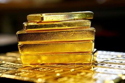 Foto de archivo  Lingotes de oro en la planta austriaca de separación de oro y plata Oegussa en Viena, Austria.  18 de marzo de 2016. REUTERS / Leonhard Foeger