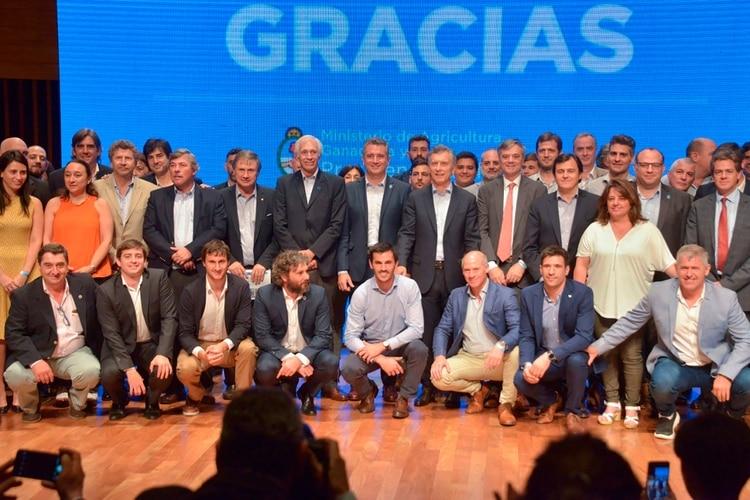 Macri con funcionarios del Ministerio de Agricultura