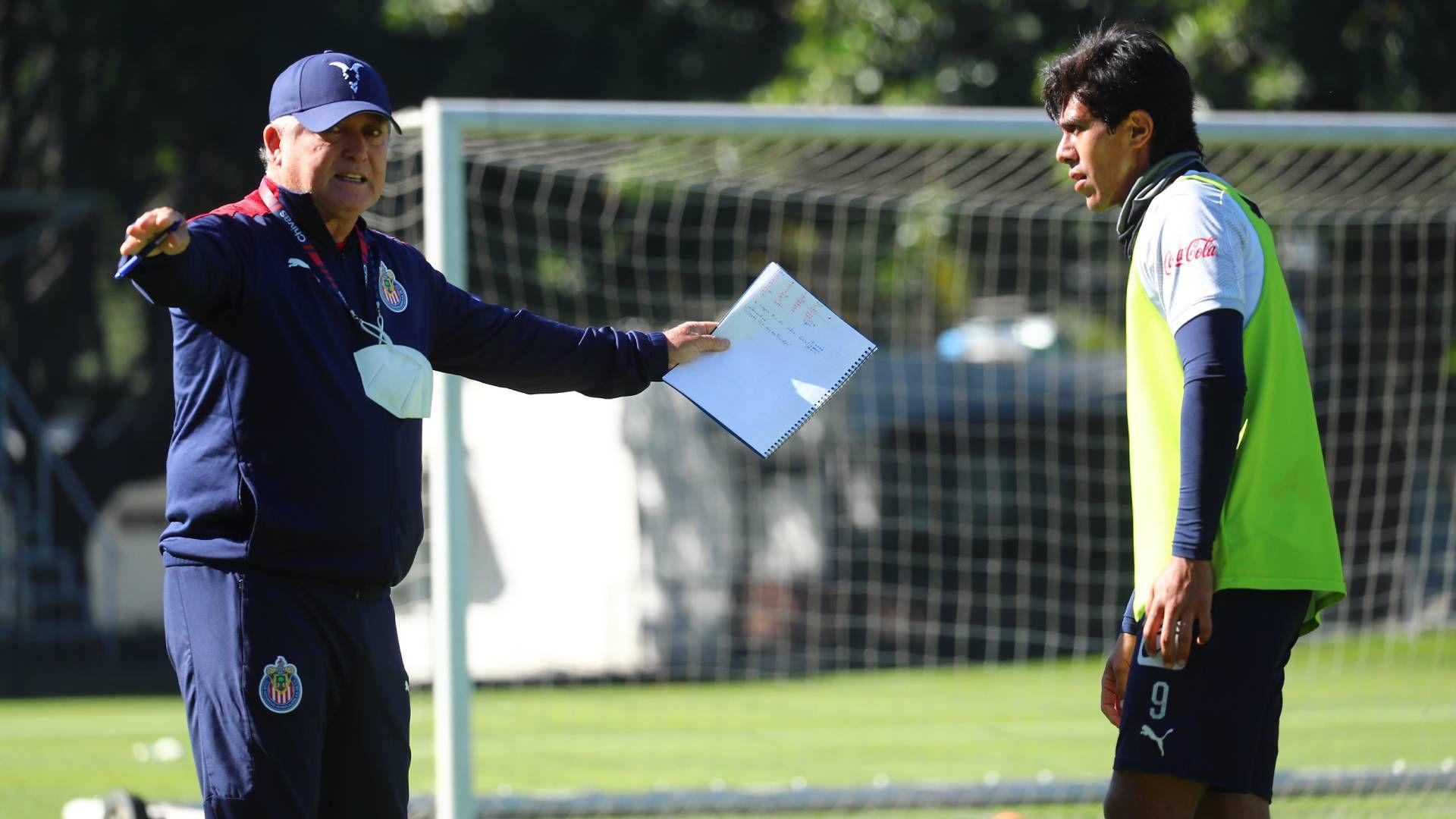 Víctor Manuel Vucetich y José Juan Macías (Foto: Cortesía/ Club Guadalajara)
