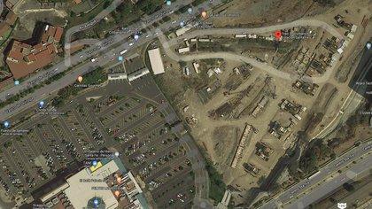 A un costado del centro comercial Santa Fe, la estación del tren interurbano está abandonada desde 2019 (Captura: Google Maps)