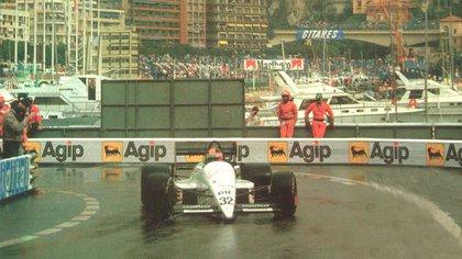 Oscar Rubén Larrauri a bordo del Eurobrun en Mónaco 1988 (Archivo CORSA).