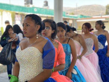 """Estudiantes de la Preparatoria Oficial """"Francisco Villa"""" protestaron por la violencia de género en Ecatepec (Foto: Twitter Iniciativa Spotlight)"""
