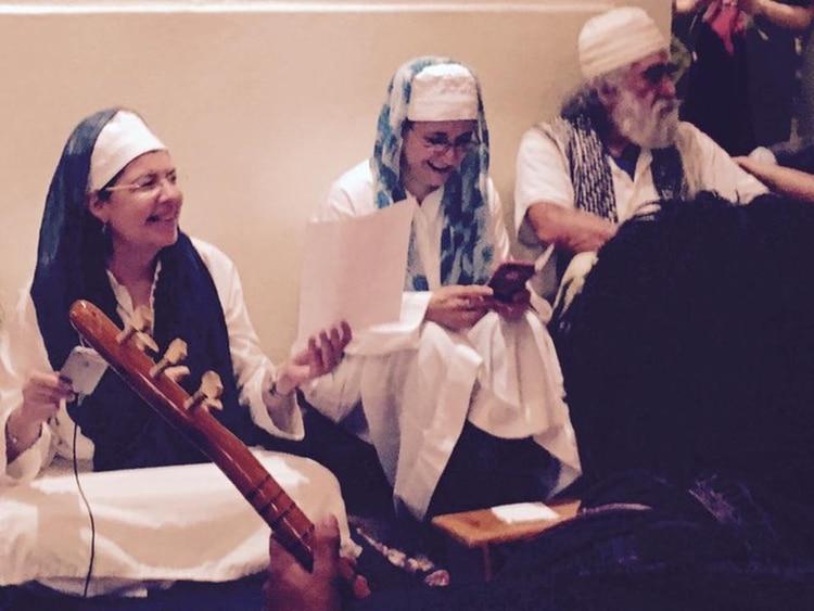 Durante una ceremonia de la comunidad Nur Ashki al Yerráhi