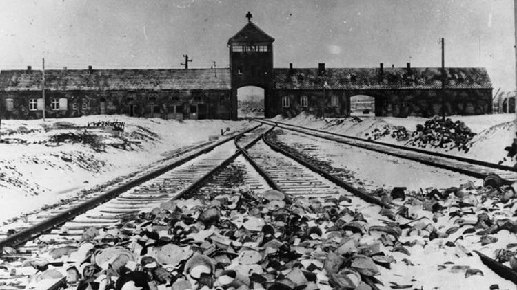 """El gobierno polaco está en medio de una campaña contra quienes utilizan el término """"campo de exterminio polaco"""" para referirse a las instalaciones nazis en Polonia"""