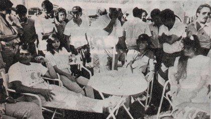 De izquierda a derecha: Monem Jr., Zolima Yuma, Carlos Sayl Menem y Zolemita, en los postres Autodromo de Buenos Aires (Archivo Corsa).