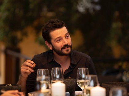 "Fotograma cedido este miércoles por Amazon Prime Video que muestra al actor mexicano Diego Luna durante su nuevo programa ""Pan y Circo"". EFE/ Amazon Prime Video /SOLO USO EDITORIAL /NO VENTAS /MÁXIMA CALIDAD DISPONIBLE"