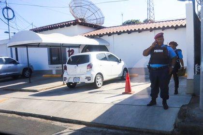 El Canal 12 de televisión, uno de los dos canales independientes que quedan en Nicaragua, fue embargado por supuestos atrasos en el pago de impuestos. (Foto cortesía)