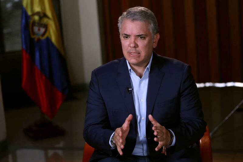 Foto de archivo. El presidente de Colombia, Iván Duque, habla durante una entrevista con Reuters en Bogotá, Colombia , 21 de septiembre, 2019. REUTERS/Luisa González
