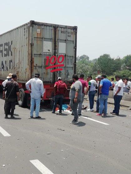 Emergencias acudieron al sitio del accidente (Foto: Twitter/@SOMOS_XALAPA)