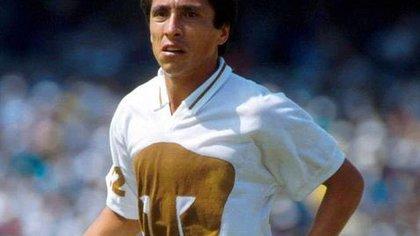 Por qué Manuel Negrete debutó con Pumas y no con Cruz Azul