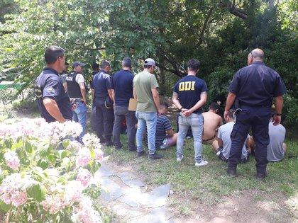 Detenidos: el testimonio de Andrea permitió el operativo de la DDI de Gesell que llevó al arresto.