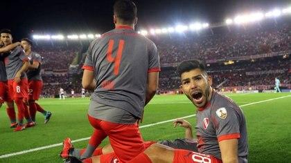 Foto de archivo de Silvio Romero celebrando un gol con Independiente ante River en el Monumental (REUTERS/Marcos Brindicci)