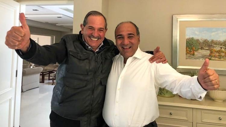 José Alperovich (izquierda) junto al gobernador tucumano Juan Manzur