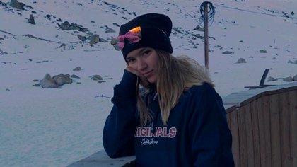 """La hija mayor de Ignacio, Candela Villalba (20), partió rumbo a Andorra a trabajar a un centro de sky. """"Ella tiene pasaje de vuelta para el 23 de marzo. El tema es que no sabemos si va a poder volver"""", cuenta su papá"""