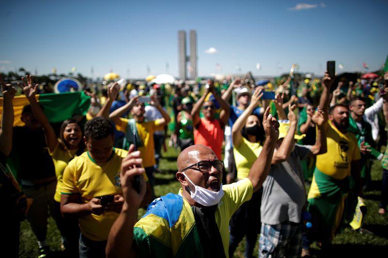 """Según el analista político Eduardo Fidanza """"se observa un descenso muy importante de la valoración de la democracia, sobre todo en México y Brasil""""  (REUTERS/Ueslei Marcelino)"""