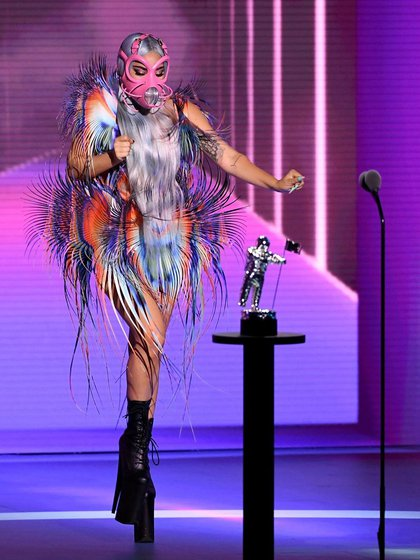 Portó un vestuario creado por Iris Van Herpen, quien también trabajó con Björk (Foto: MTV)