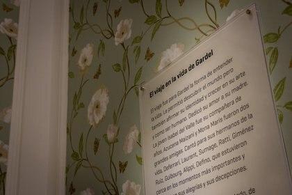 Paredes que cuentan. En cada una de las paredes de la casa en la que vivió Gardel con su madre se cuenta momentos de la vida del cantor. (Martín Rosenzveig)