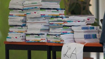 El día de ayer en la escuela Secundaria Francisco L. Urquizo No. 102, que se encuentra en Eje Central Lázaro Cárdenas, en la Colonia de los Doctores se entregaron los libros de texto gratuitos (Foto: Cuartoscuro)