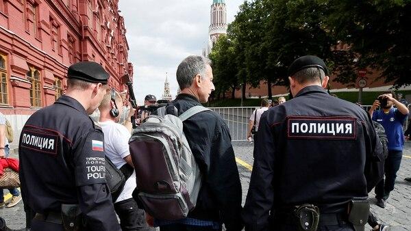 """""""No puede haber relaciones deportivas normales con un régimen anormal como el de Vladimir Putin"""", había declarado antes de que se acercaran los tres policías (AFP)"""