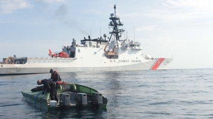 La droga incautada tiene un valor estimado de 53,5 millones de dólares (US Coast Guard)