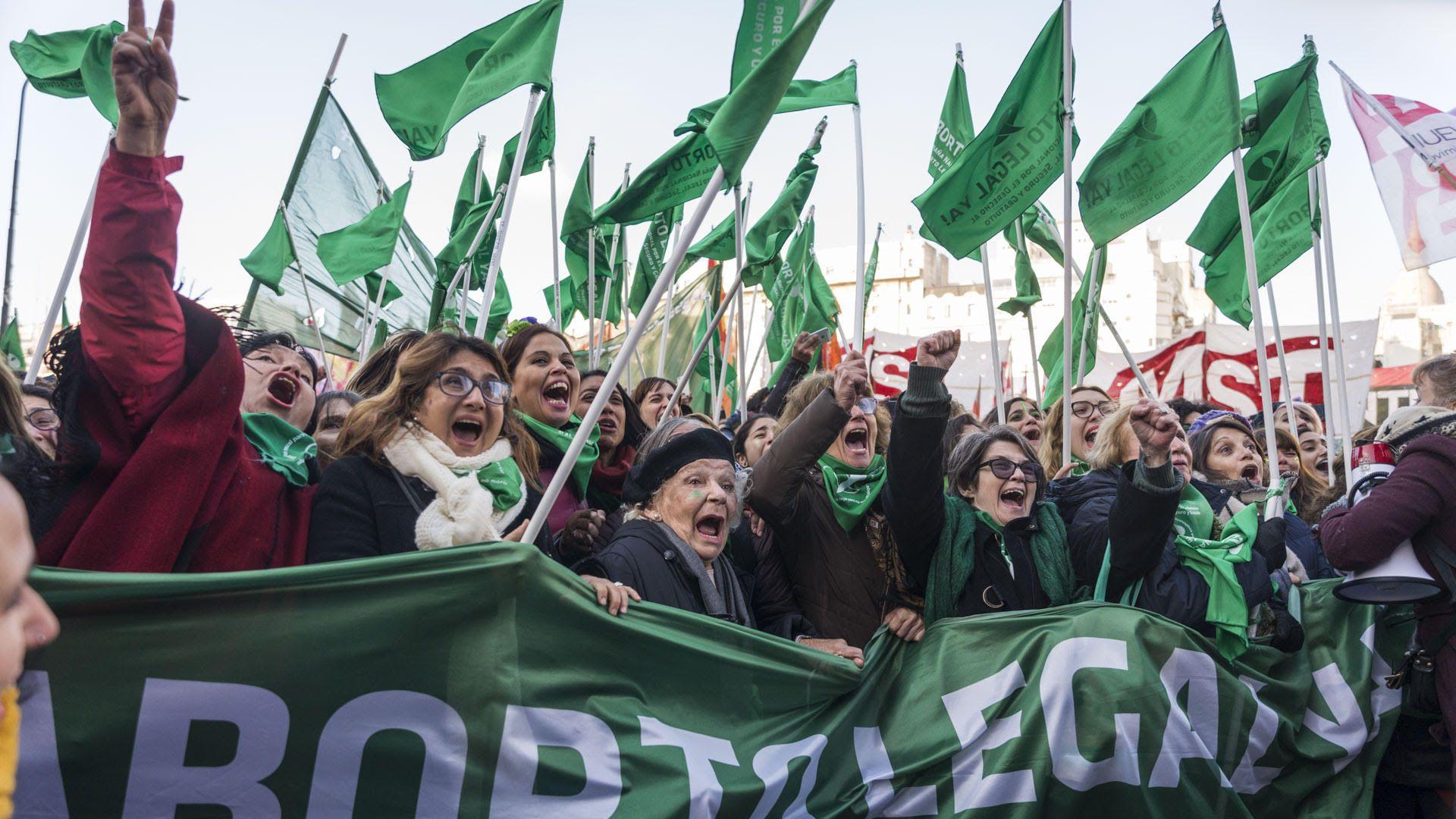 En 2018 frente al Congreso Nacional, tras la media sanción de Diputados, luego de mas de 20 horas de debate