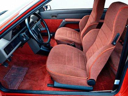 El modelo introdujo algunas novedades en su interior que le dieron un salto de calidad, como los asientos de pana.