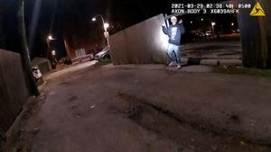 Indignación en Chicago: difunden video de un policía que mató de un disparo a un adolescente de 13 años