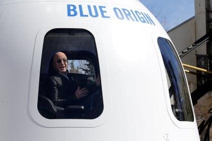Bezos a bordo de una de las naves espaciales Blue Origin REUTERS / Isaiah J. Downing / Photo File
