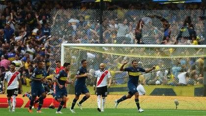 El festejo de Boca en el primer gol (Reuters)