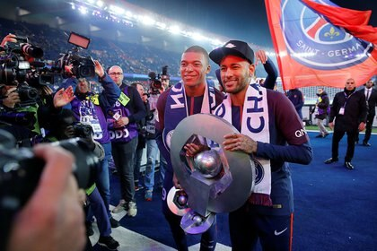 Neymar y Kylian Mbappé celebrando en el Parque de os Príncipes