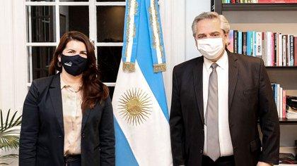 La intendenta de Moreno, Mariel Fernández (Frente de Todos), junto al presidente Alberto Fernández no informa cuánto percibe (@marielfmoreno1).