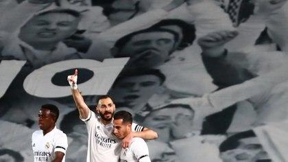Benzema, autor de un tanto espectacular en el clásico de España (REUTERS/Sergio Perez)