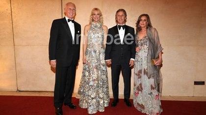 El matrimonio de Jorge Neuss y Silvia Saravia junto a Valeria Massa y Alejandro Gravier (Christian Bochichio)